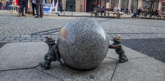 Ball Lifting Gnomes