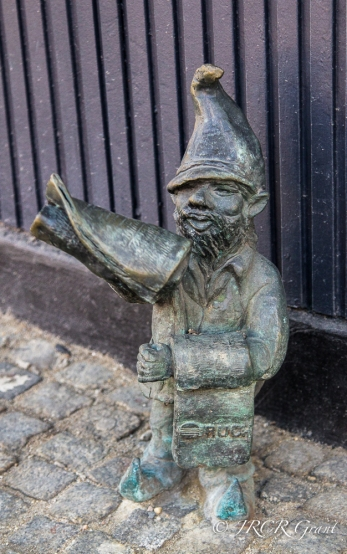 Gnome selling newspapers