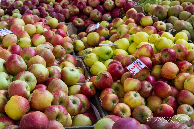 Apples of various varieties in a Polish Market