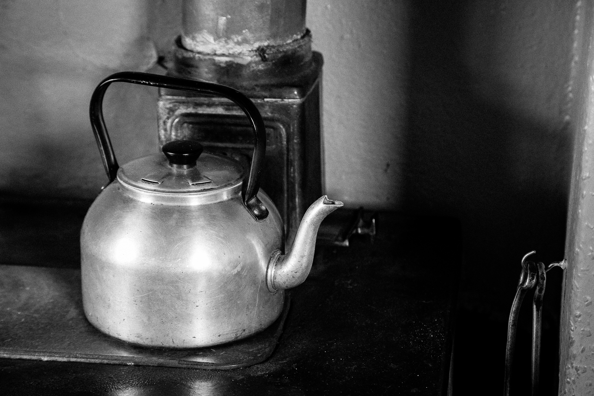 An old beloved kettle still pouring hot water to make a perfect cuppa